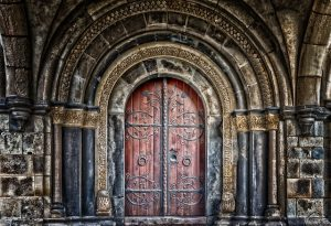 Ein gotisches Kirchenportal