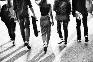 Schwarz-weiß Bild junge Erwachsene