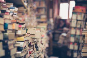 Stapelweise Bücher