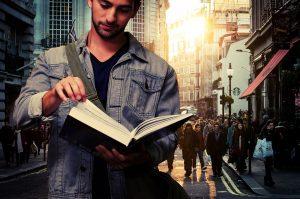 Student der Soziologie mit Buch
